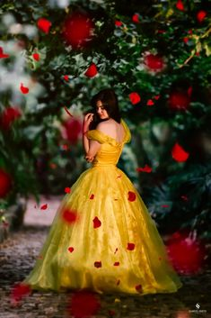 Dpz for girls Fantasy Photography, Girl Photography Poses, Creative Photography, Debut Photoshoot, Beauty And Beast Wedding, Quinceanera Photography, Mode Glamour, Quinceanera Dresses, Belle Photo