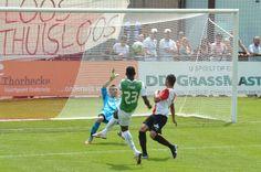 Cissé schiet over de goal, maar later een mooi assist naar Verhoek - #Feyenoord - http://www.daviddilling.com/fotogalleries/SC-Feyenoord-Feyenoord-Samenvatting-Oliveo-Voetbal-TV-Pijnacker/Pages/91.html