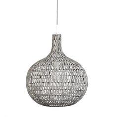 Mooie gehaakte hanglamp gemaakt van ijzer en rattan.