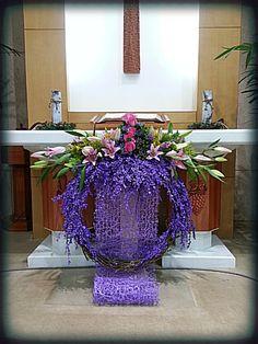 Altar Flowers, Church Flower Arrangements, Church Flowers, Christmas Arrangements, Funeral Flowers, Diy Flowers, Floral Arrangements, Christmas Flower Decorations, Altar Decorations