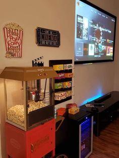 Living room movie theater set up de cine en casa diy Theater Room Decor, Movie Theater Rooms, Home Cinema Room, Home Theater Design, Game Room Decor, Home Design, Design Ideas, Studio Design, Basement Movie Room