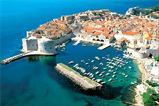 Dubrovnik is an amazingly intact walled city on the Adriatic Sea coast in the south of Croatia. Discover the best attractions and things to do in Dubrovnik. Montenegro, Amazing Destinations, Holiday Destinations, Travel Destinations, Travel Deals, Travel Tourism, Travel Trip, Travel Europe, Travel Hacks