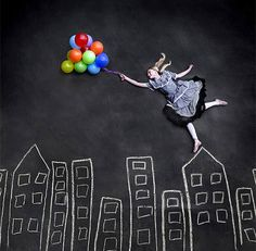 Forced Perspective Photography chalk and Balloons. Conceptual Photography, Photography Gallery, Creative Photography, Photography Tips, Friend Photography, Summer Photography, Maternity Photography, Couple Photography, Digital Photography