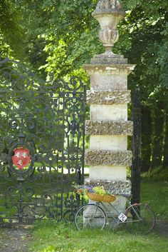 The gates at the entrance to the Avenue at Hatch House. Photograph Jake Eastham.
