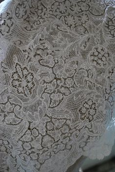 Brussels pieced bobbinlace with bride ground, around maybe a little earlier. Victorian Lace, Antique Lace, Vintage Lace, Lacemaking, Linens And Lace, Bobbin Lace, Irish Crochet, Brussels, Vintage Antiques