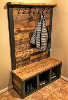 Einfach und kostengünstig DIY Palettenmöbel Ideen zu … – … things – diy pallet creations Easy and inexpensive DIY pallet furniture ideas too things Wooden Pallet Projects, Diy Pallet Furniture, Wooden Pallets, Furniture Projects, Pallet Wood, Rooms Furniture, Country Furniture, Furniture Storage, Pallet Mudroom Ideas