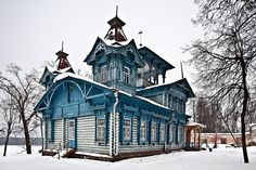 Some nice Russian huts built in early 1900s in the Kostroma region.