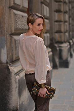 A soft and restrained ethno look with comfortable muddy Sarouel pants for today's post, matched a nude blouse and complemented it with a sequined ethno clutch and wedges. Sarouel Pants, Travel Style, Ruffle Blouse, Wedges, Nude, Inspiration, Tops, Women, Fashion