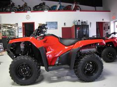 New 2017 Honda FourTrax® Rancher® 4x4 DCT EPS ATVs For Sale in Ohio. Any mechanic, woodworker, tradesman or craftsman knows that the right tool makes the job a whole lot easier. And having the right tool means having a choice. We've all seen someone try to drive a screw with a butter knife, or pound a nail with a shoe heel. The results are never pretty. Honda's FourTrax Rancher line are premium tools for the jobs you need to do, whether that's on the farm, the jobsite, hunting…