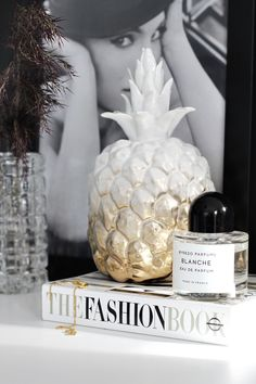 Great DIY idea by Nina Holst (stylizimo). White procelain pineapple personalised with gold spray paint.