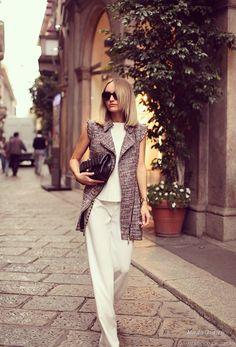 Пальто и тренч без рукава стали абсолютным хитом сезона осень 2014 благодаря коллекции Dior и модным образам. продемонстрированным it girls, например, Оливией Палермо. Модницы со всего мира решили тоже обратить внимание на эту модную вещь и составить с ней собственные модные луки. А что у них получилось предлагаю посмотреть в этой публикации.