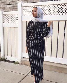 Hijab Mode, Mode Abaya, Modest Fashion Hijab, Abaya Fashion, Islamic Fashion, Muslim Fashion, Striped Maxi Dresses, Modest Dresses, Modest Outfits Muslim