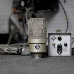 Neumann M49 #2039 (Vintage) - Large Diaphragm Condensers - Microphones - Recording - Vintage King Audio Neumann, Recording Equipment, Creating A Vision Board, Sound Engineer, Studio Gear, Music Things, Atoms, Vintage Microphone, Recording Studio