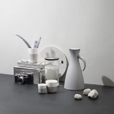 Get your daily dose of caffeine with this beautiful Eva Solo Porcelain Lungo Tumbler with Silicone Sheath in Marble Grey, Set of Two. Kitchen Corner, Ivory White, Good Grips, V60 Coffee, Vacuums, Danish Design, Tumbler, Dishwasher, Marble