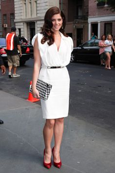 i love this look! dress + shoes + clutch bag + hair + make-up + earrings = elegance + style