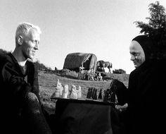 """""""Il Settimo Sigillo"""" (Det Sjunde inseglet, 1957) di Ingmar Bergman con Max Von Sydow. #Chess #Scacchi #IngmarBergman #IlSettimoSigillo"""