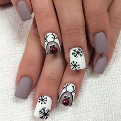 30 Gorgeous Manicure Design You Must Do This Holiday Season! Christmas Shellac Nails, Xmas Nail Art, Cute Christmas Nails, Christmas Nail Art Designs, Halloween Nail Art, Holiday Nails, Glitter Nails, American Nails, Ios App