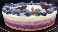 Ostekake med blåbær og sitron Berry Cake, Pudding Desserts, Recipe Boards, Fancy Cakes, Let Them Eat Cake, Yummy Cakes, No Bake Cake, Nom Nom, Biscuits
