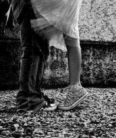 966616d8266c kissing couples - converse 1 1 picture on VisualizeUs. Black And White ...