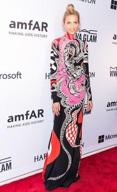 Anja Rubik en robe Emilio Pucci imprimé