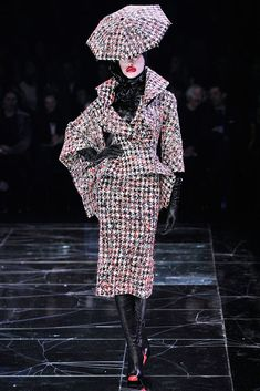 "Alexander McQueen | ""The Horn of Plenty"" Fall 2009 Ready-to-Wear Collection 