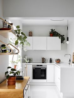 28 Small Kitchen Design Ideas: 28 Epic Small Kitchen Hacks For Your Household Modern Kitchen Interiors, Modern Kitchen Design, Home Decor Kitchen, Modern House Design, Interior Design Living Room, Home Kitchens, Kitchen Hacks, Ikea Kitchen Interior, New Kitchen Cabinets