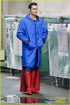 melissa benoist tyler hoechlin work on set of supergirl 04