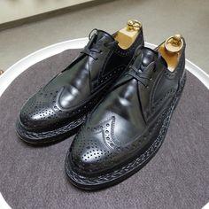 Heinrich Dinkelacker 明日の当番予定 この角度が一番重たそうに見えます Budaはコードバンの方が有名な気がしますけどカーフもかなりいいと思います #heinrichdinkelacker #heinrichdinkelackerbuda #buda #weinheimer #weinheimerleder #shoes #shoecare #ハインリッヒディンケラッカー #ハインリッヒディンケルアッカー #紳士靴 #革靴 #ワインハイマー