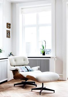 Image via Eames Lounge Chair and Ottoman Image via Reclining reading chair Image via Chaise lounge - I need for my sewing room by a book case Charles Eames, Chaise Lounges, My Furniture, Furniture Design, Modern Furniture, Decoupage Furniture, Futuristic Furniture, White Furniture, Plywood Furniture