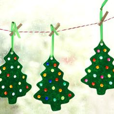 Christmas Tree Sun Dazzlers -I just made these, so cute! http://everythingkidsguide.com/fun-christmas-crafts-with-kids