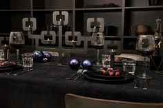 Black XMAS table styling Functionals Christmas styling C-More |design + interieur + trends + prognose + concept + advies + ontwerp + cursus + workshops