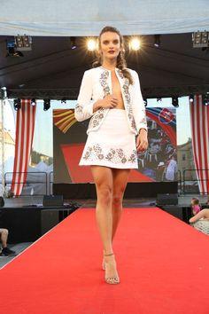 Rumunská móda pod Urpínom - Izabela Mandoiu in Slovakia Ramones, Formal Dresses, Fashion, Dresses For Formal, Moda, Formal Gowns, Fashion Styles, Formal Dress, Gowns