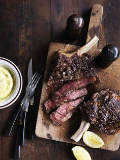 Sauce Recipes, Meat Recipes, Bearnaise Sauce, Potato Crisps, Good Food, Yummy Food, Food Photography Styling, Food Styling, Beef Ribs