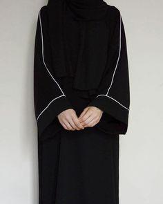 Modest Fashion Hijab, Abaya Fashion, Fashion Outfits, Muslim Women Fashion, Islamic Fashion, Estilo Abaya, Modele Hijab, Mode Abaya, Hijab Fashionista