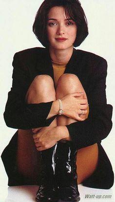 Winona Ryder 90s, Winona Ryder Style, Johnny And Winona, Pretty People, Beautiful People, Beautiful Women, Poses, Winona Forever, Photos Du