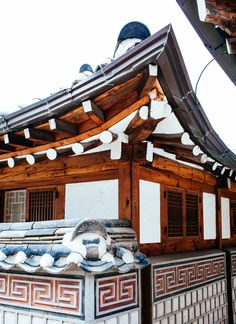 © Melis+Dainon #Bukchon #Hanok #village #MelisDainon #photographyduo  #travel #photographer #Seoul #SouthKorea #Korea #Asia #Korean #Asian #photography #culture #neighborhood #Hanok #village #roof #design #architecture #detail #wood #tile #history #city