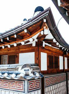 © Melis+Dainon #Bukchon #Hanok #village #MelisDainon #photographyduo #travel #photographer #Seoul #SouthKorea #Korea #Asia #Korean #Asian #photography #culture #neighborhood #Hanok #village #roof #design #architecture #detail #wood #tile #history #city