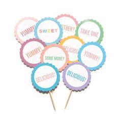 Cupcake tags/ Props rotunde pentru cupcakes. Pe www.bowsandpies.ro gasiti accesorii de petrecere speciale, shabby chic pentru nunti sau botezuri.