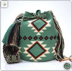 40 отметок «Нравится», 1 комментариев — Wayuu Bags &Bikini etc. (@wayuukiss) в Instagram: «Wayuu bag single thread รุ่น ชนกลุ่มดั้งเดิมที่มี skill สูง ( สาย osonuchi ) ⭕️Sold out⭕️ •ฐาน…»