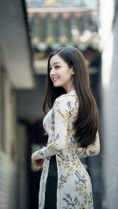 Beautiful Girl Image, Beautiful Asian Women, Ao Dai, Velvet Dress Designs, Vietnam Girl, Vietnamese Dress, Beauty Full Girl, Fashion Gallery, Traditional Dresses