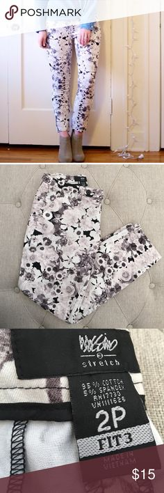 Mossimo Floral Pants/Bottom Mossimo Floral Pants/Bottom. Excellent condition. Size 2 Petite. Great edition for summer and spring. Wear with some color to give attention to this black white and gray print. It's stretchy so comfort is key! Mossimo Supply Co Pants