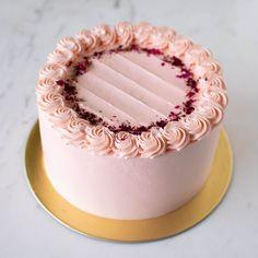 Gorgeous Cakes, Amazing Cakes, Lychee Cake Recipes, Grapefruit Cake, Cake Sizes, Cold Desserts, Cake Online, Rose Cake, Round Cakes