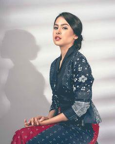 Model Kebaya Modern, Dress Outfits, Fashion Dresses, Batik Fashion, Women's Fashion, Bridal Makeup Looks, Indonesian Girls, Cute Girl Face, Hayley Williams