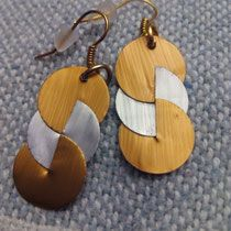 How To Choose Jewelry Leather Jewelry Making, Diy Leather Earrings, Diy Earrings, Fabric Jewelry, Clay Jewelry, Jewelry Crafts, Recycled Jewelry, Handmade Beaded Jewelry, African Earrings