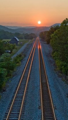 My father loves trains, I can see him riding the rails into a beautiful sunset with a grin from ear to ear as big as the sun. Trains, Photos Voyages, Jolie Photo, Train Tracks, Wonders Of The World, Railroad Tracks, Cool Pictures, Beautiful Places, Beautiful Sunset
