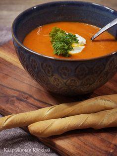 Kääpiölinnan köökissä: Paahdettu tomaattikeitto Thai Red Curry, Veggies, Ethnic Recipes, Food, Vegetable Recipes, Vegetables, Essen, Meals, Yemek