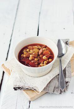 Tomaatti-chorizokeitto