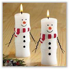 Delle semplici candele bianche possono essere facilmente trasformate in simpatici uomini di neve! - #natale #xmas #candele #candle #noel #decorazioni #snowmen