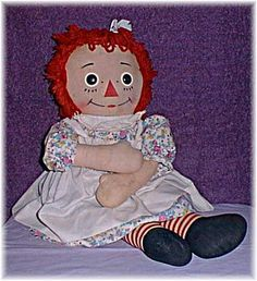 Knickerbocker Raggedy Ann A classic doll throughout the century, Raggedy Ann and her brother Andy remain a favorite of many today. The dominant maker of Raggedy dolls in the was Knickerbocker. They were licensed to make the dolls between My Childhood Memories, Childhood Toys, Great Memories, Ann Doll, Girl Sleeping, Raggedy Ann And Andy, 90s Kids, Old Toys, Vintage Dolls