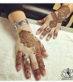 Best & Simple Arabic Eid Henna Mehndi Designs Image for Hands Unique Henna, Simple Arabic Mehndi Designs, Indian Mehndi Designs, Beautiful Henna Designs, Mehndi Design Images, Latest Mehndi Designs, Easy Henna, Mehndi Desgin, Heena Design